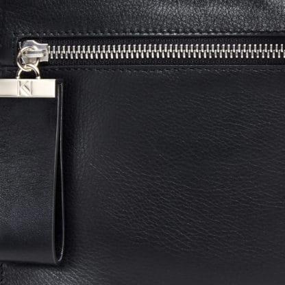 Pochette l'Indécise en cuir noir-Karen Vogt-maroquinerie