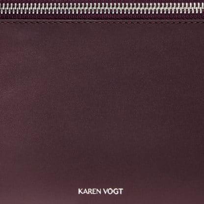 Pochette l'Indécise en cuir Aubergine-Karen Vogt-Maroquinerie