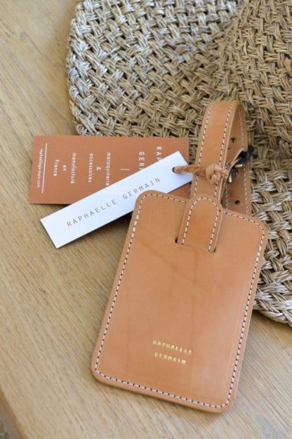 porte-etiquette-valise-cuir-naturel-raphaelle-germain.jpg