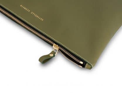 pochette-en-cuir-kaki-raphaelle-germain-facetofaceparis